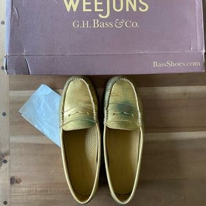 G.H. Bass & Co weejuns penny metal loafer shoes